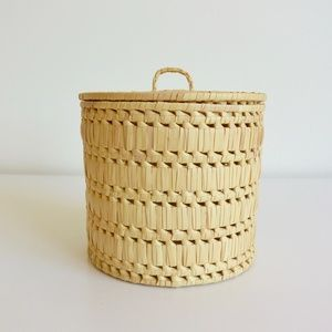 Light Colored Wicker Basket Container/Storage